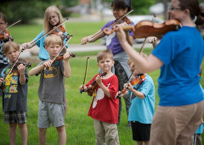 Suzuki violin lessons outside