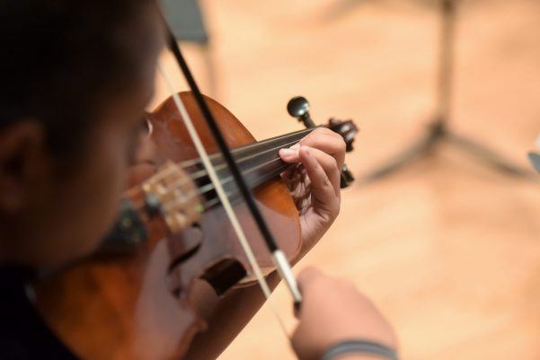 Middle school camp student playing violin